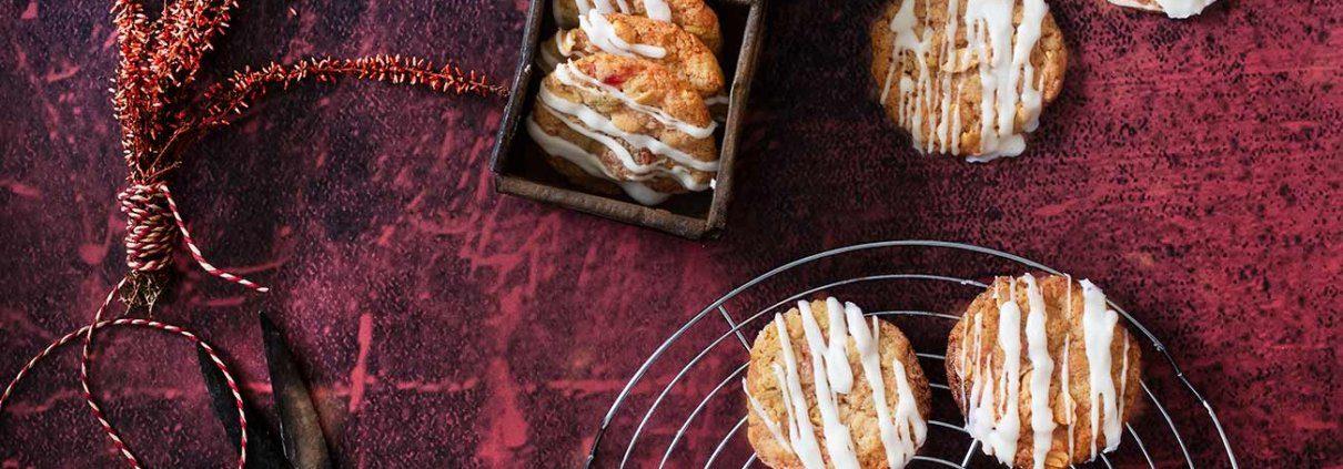 Früchtekuchen Kekse Ich habe mir dieses Jahr wirklich vorgenommen endlich mal richtig viele Kekse zu backen. Und da das Jahr in 73 Tagen schon wieder zu Ende ist, muss ich mich beeilen. Ich starte mit großen Keksen, die flott gemacht sind.