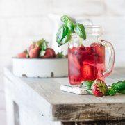 Weißer Tee sollte nicht in kochendes Wasser ziehen, da er dann wertvolle Vitamine verliert.