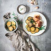 Manchmal liegt das kulinarische Glück in der Einfachheit des Gerichtes. Halb zerlaufener Mozzarella mit krossem Parmaschinken umhüllt... seufz! Da ist das Gemüse ganz schnell zur Nebensache geworden.