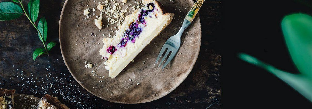 Da der gestrige Tag nicht besonders warm war, verschwand die Back-Lethargie und ich hatte richtige Lust auf einen saftigen Kuchen. Tadaaaa.... da ist er auch schon. Mit fruchtigen Blaubeeren und leckeren Streuseln.