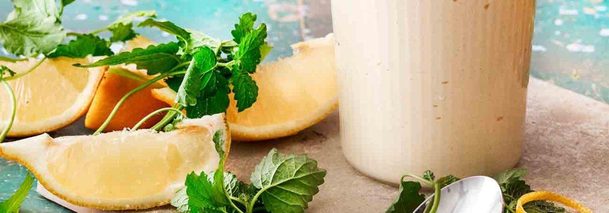 Ein Dessert das gleichzeitig fruchtig frisch und sahnig ist? Kann ich! So ein Gläschen steckt voller Zitronengeschmack und ist die perfekte Dessert-Erfrischung.